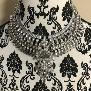 Jewelry - Beautiful Crystal Statement Necklace